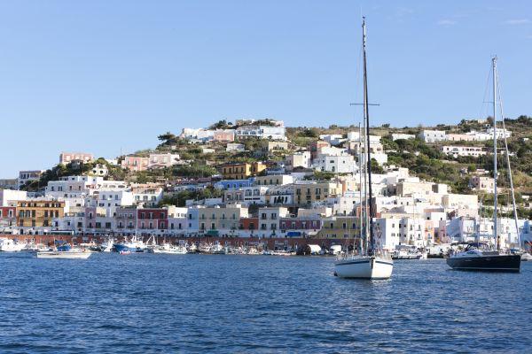 Ponza, isola abbandonata all'incuria di Sindaco e politicanti